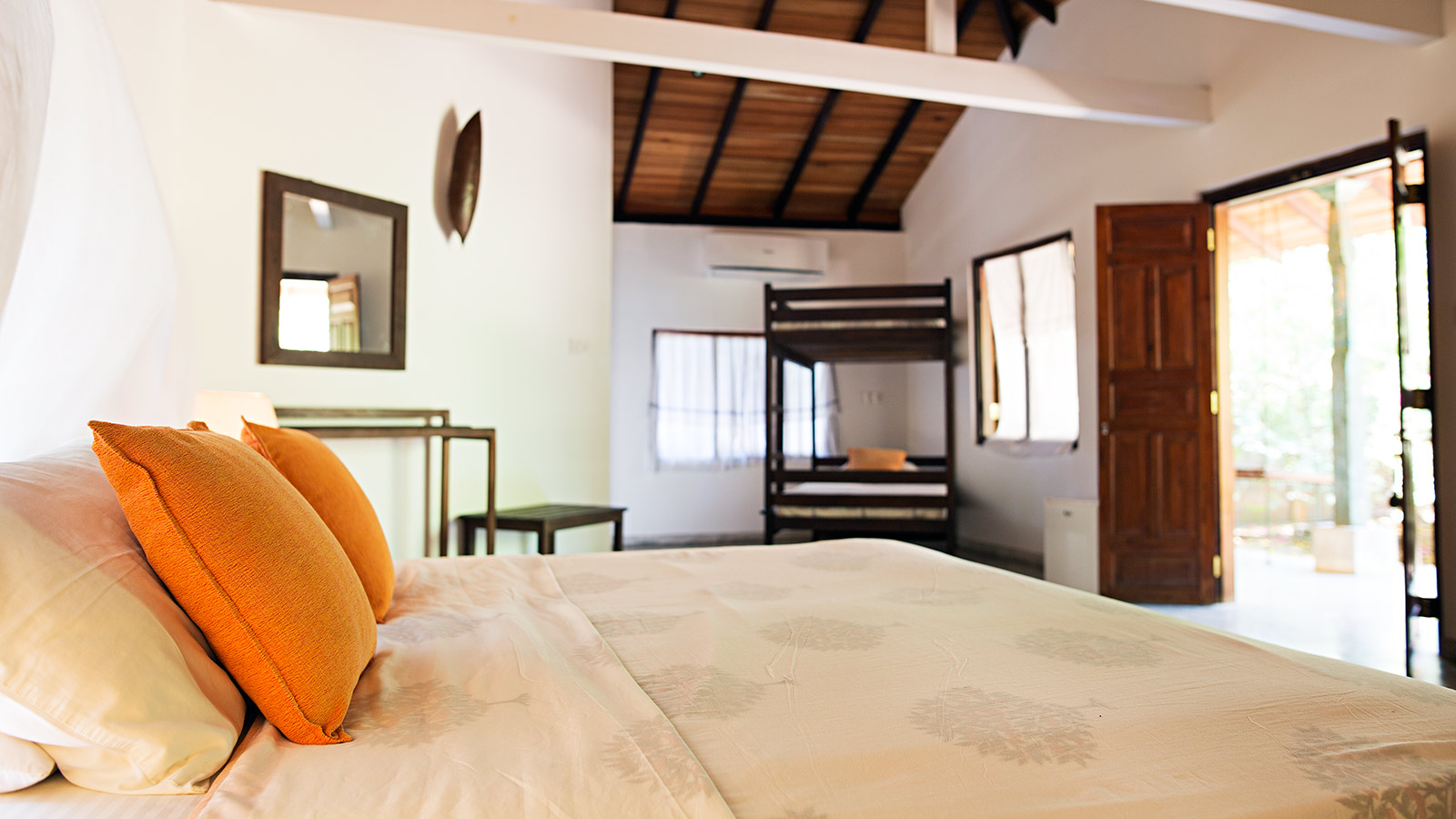 Family Bungalows - air conditioned in arugambay sri lanka